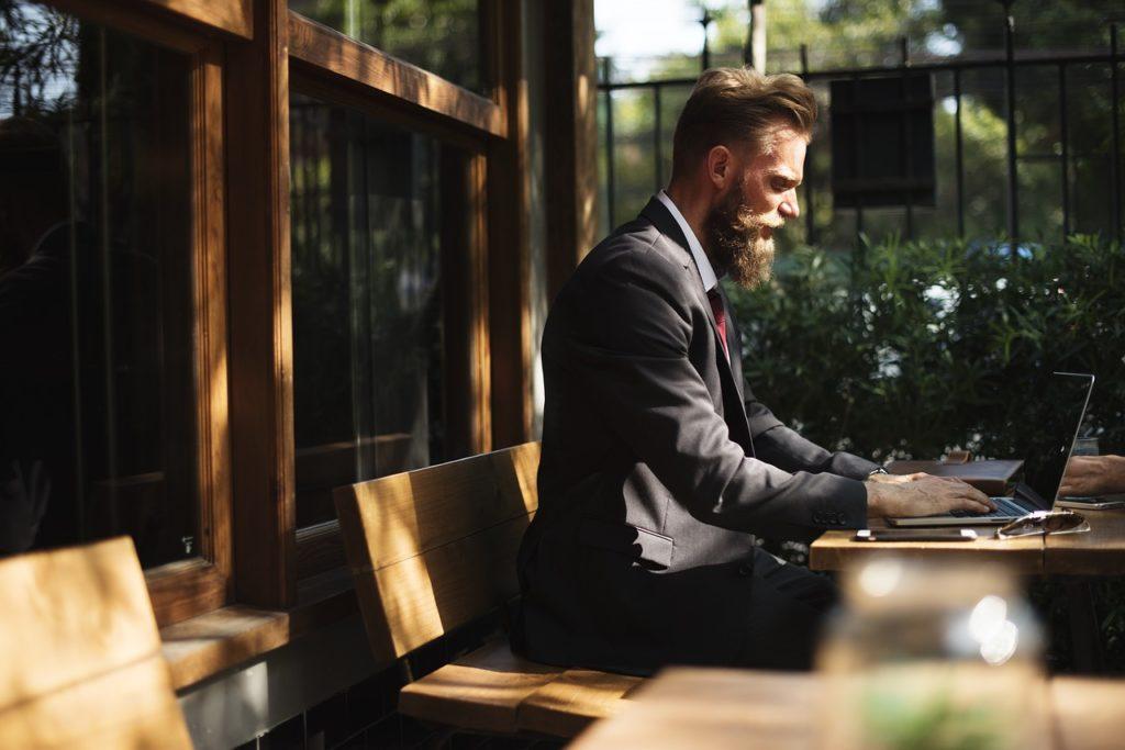 夫の仕事運を上げるには家の運気を上げる!賢い妻の金運アップ法3選