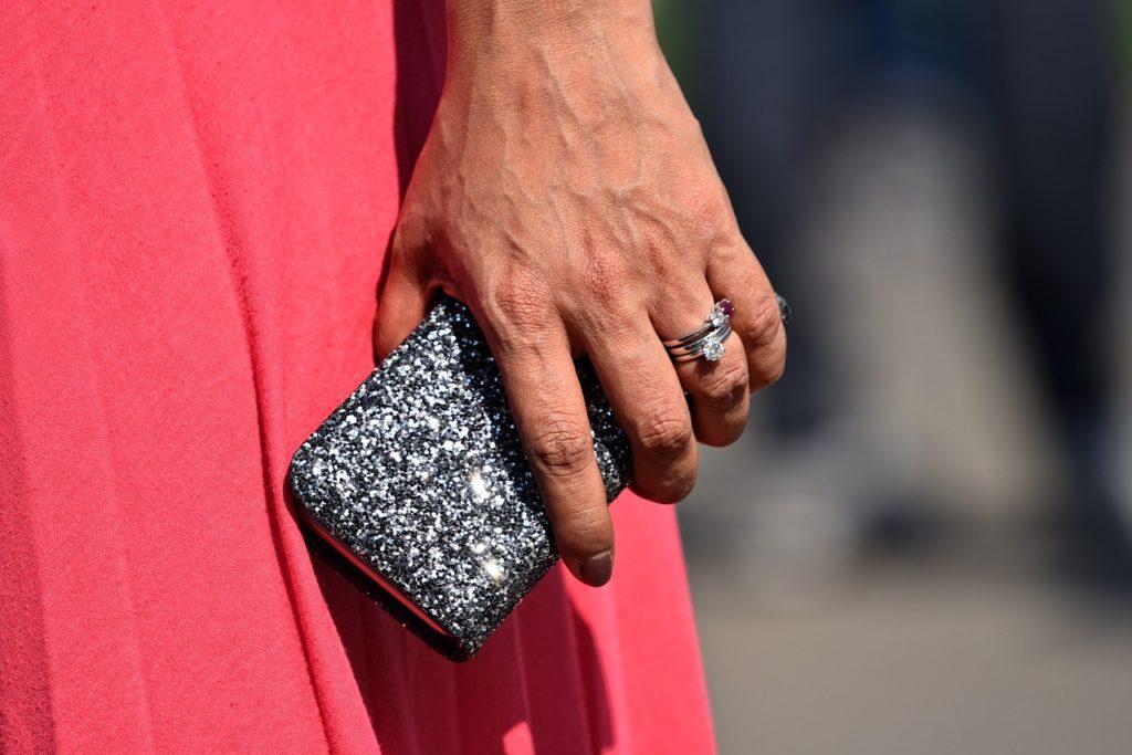 財布は風水で選ぶのが基本!お金が貯まる財布の色は10人10色!